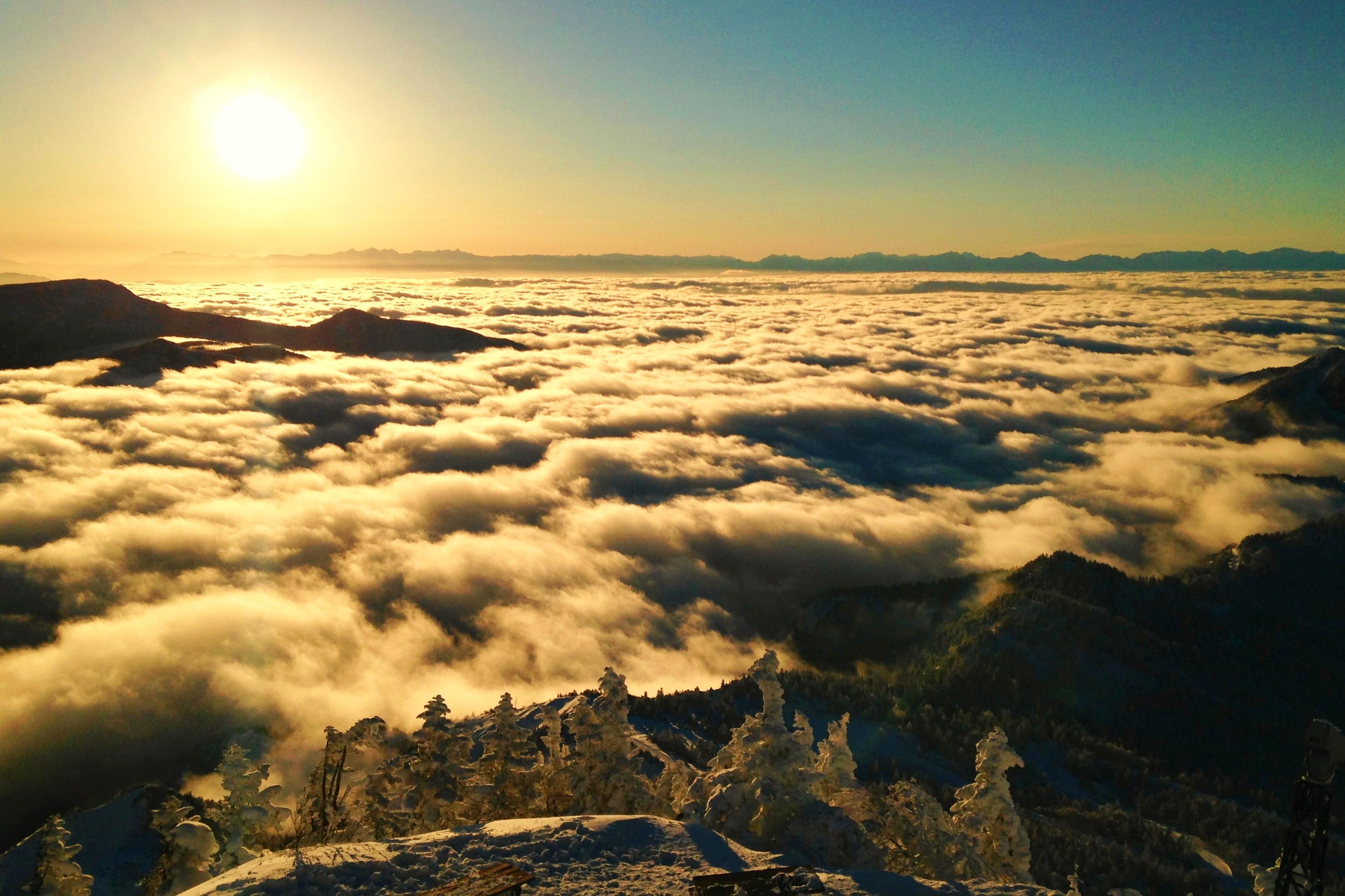 樹氷と雲海と夕日
